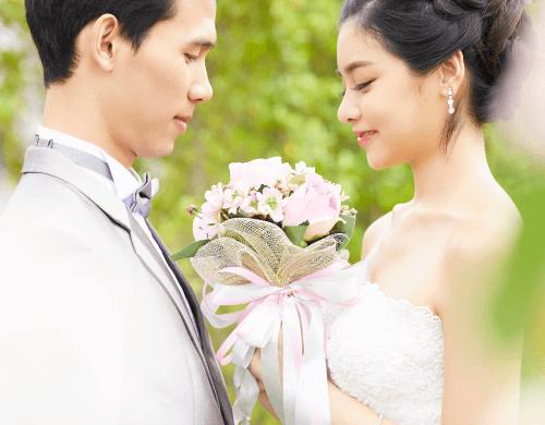 幸せな結婚をみんなで祝福